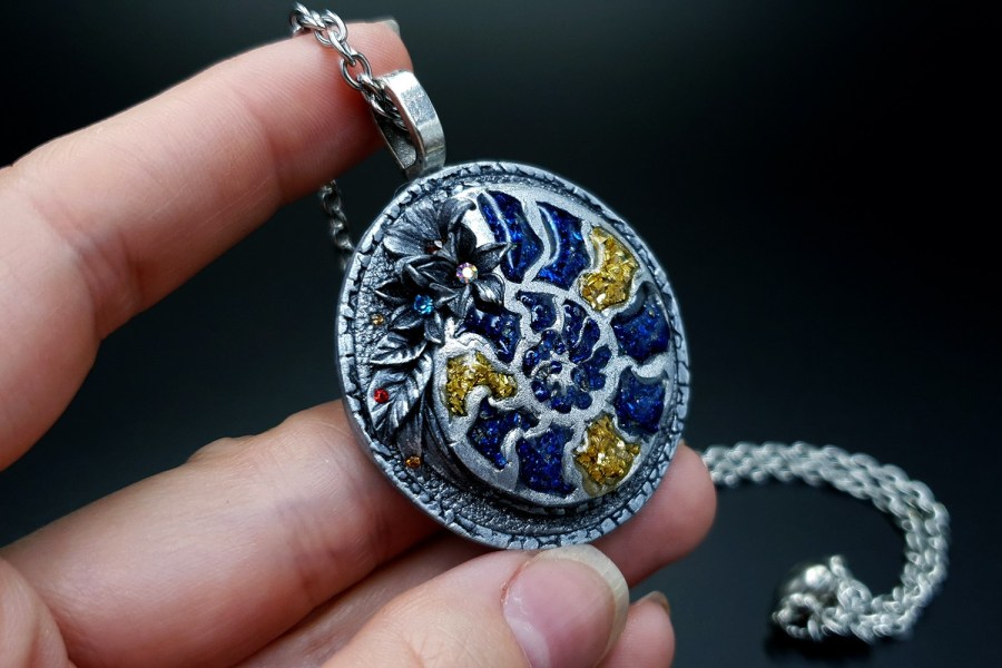 Product Fossilized Beauty Pendant 06