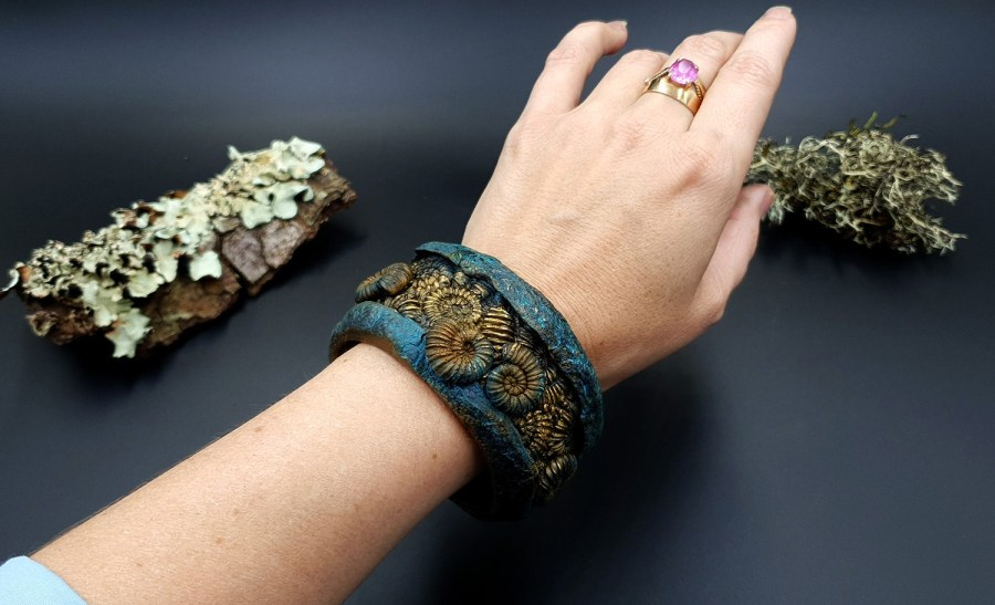 Product Fossilized Treasure Bracelet Cuff 01