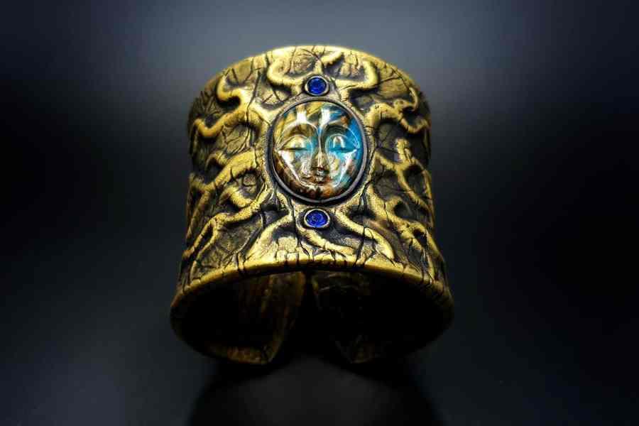 Product Goddess Face Bracelet Cuff 01