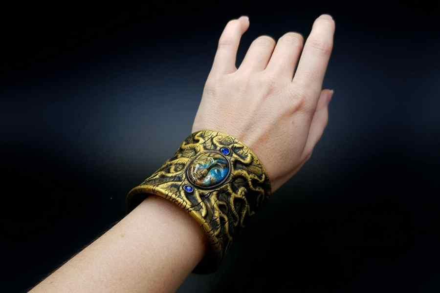 Product Goddess Face Bracelet Cuff 08