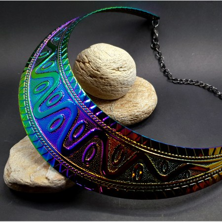 Metal rainbow textured necklace shape tool for baking