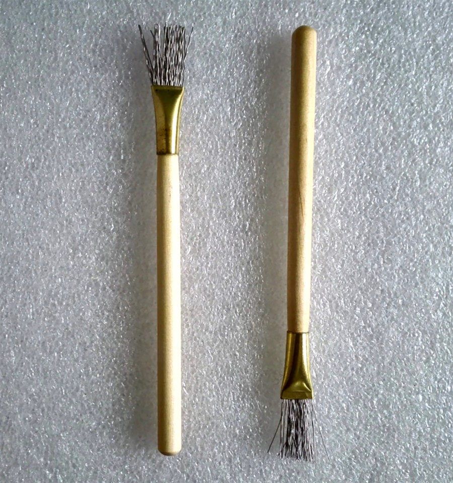 2 pcs Wooden Handle Thick/Thin Iron Wire Brush Clay Tool 6