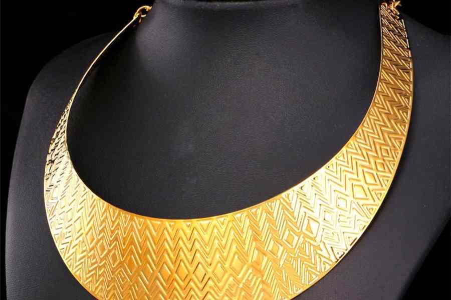 Metal Base Zigzag Pattern Golden Necklace 4