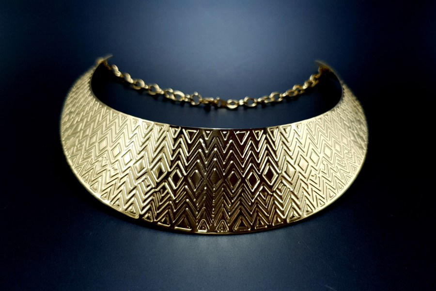 Metal Base Zigzag Pattern Golden Necklace 7