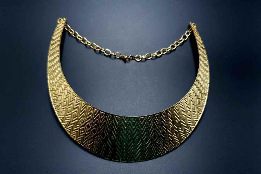 Metal Base Zigzag Pattern Golden Necklace 8