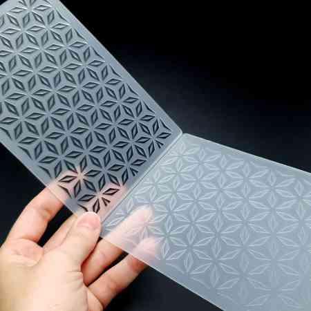Geometric Flowers (10.5×15) – Plastic Texture
