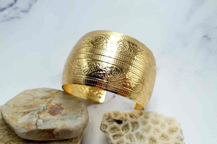 """Bracelet Metal Base """"Floral"""" Pattern  - Golden Color, 57mm 1"""