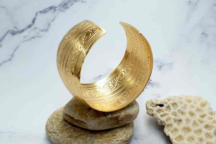 """Bracelet Metal Base """"Floral"""" Pattern  - Golden Color, 57mm 2"""
