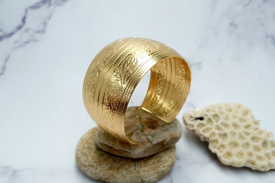 """Bracelet Metal Base """"Floral"""" Pattern  - Golden Color, 57mm 3"""