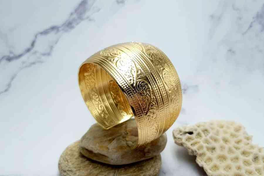"""Bracelet Metal Base """"Floral"""" Pattern  - Golden Color, 57mm 4"""