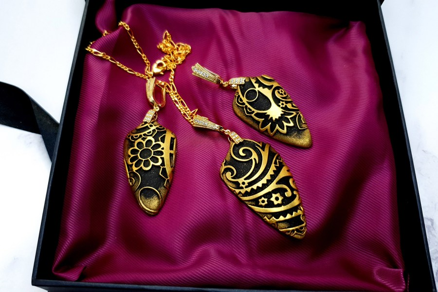 "Jewelry Set ""Golden Flowers on Black"" 5"