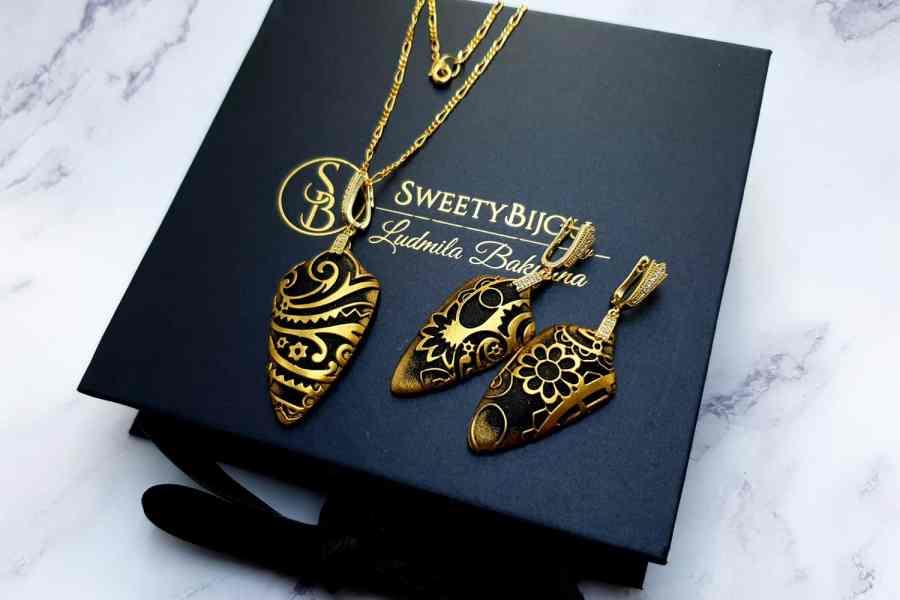 "Jewelry Set ""Golden Flowers on Black"" 2"