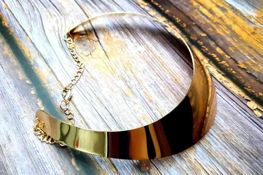 Golden Wide Necklace Base 1