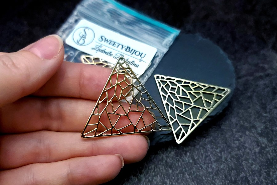 Pair of unique golden color triangle shape charms for earrings 4