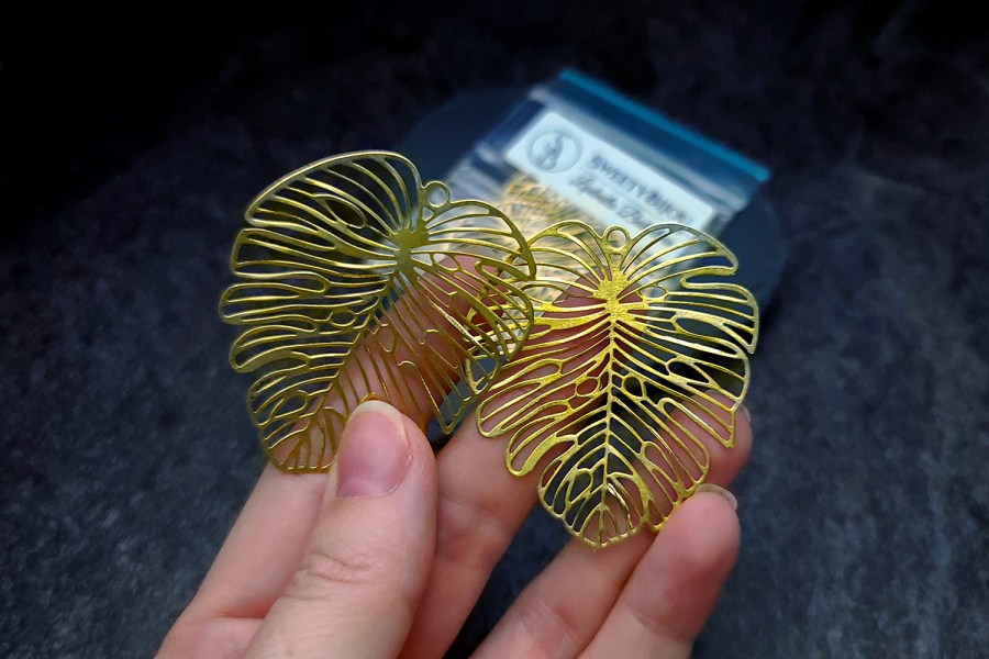 Pair of large gold vintage color exotic leafs charms for earrings 6