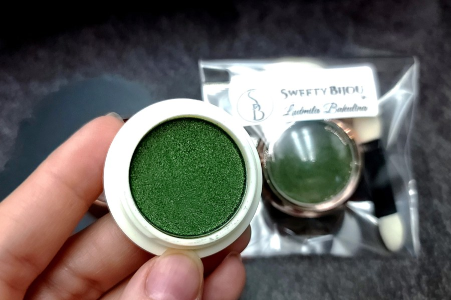 """Solid Powder """"Shaded Green"""" with Metal and Chrome Effect Pigment Powder 1"""