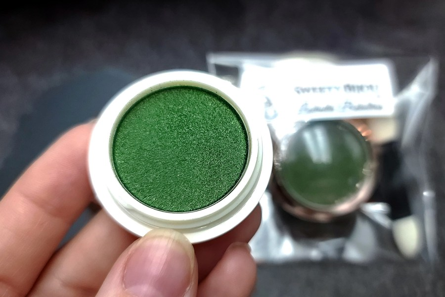"""Solid Powder """"Shaded Green"""" with Metal and Chrome Effect Pigment Powder 8"""