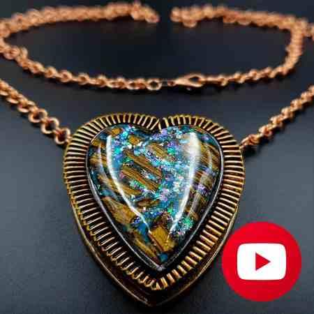Unique memory pendant. Amazing heart locket