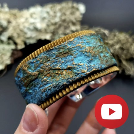 Interesting bracelet in rock imitation technique