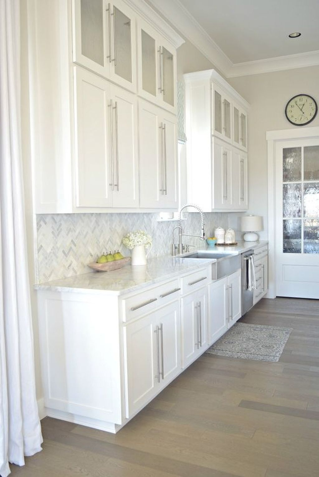 Amazing White Kitchen Design Ideas Which Will Make You Like Cooking 37