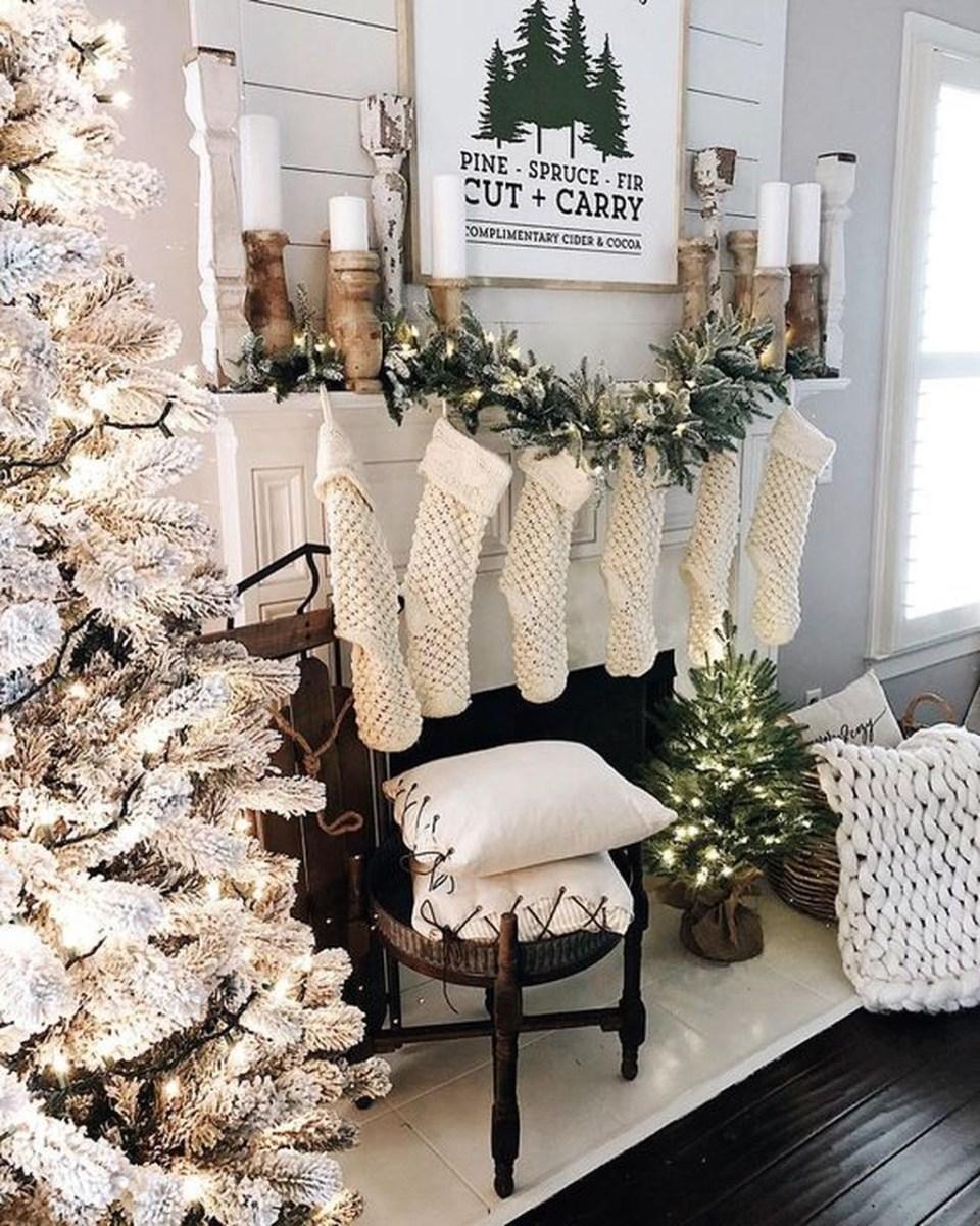 Amazing Winter Home Decoration Ideas 24