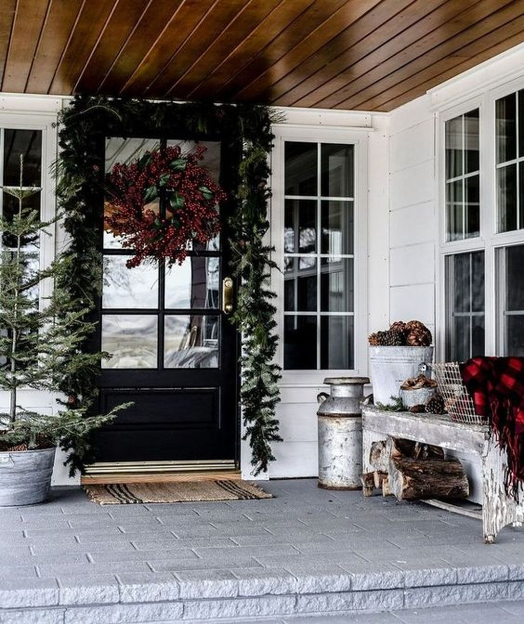 Gorgeous Winter Front Porch Design Ideas 04