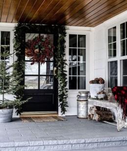 Gorgeous Winter Front Porch Design Ideas 04