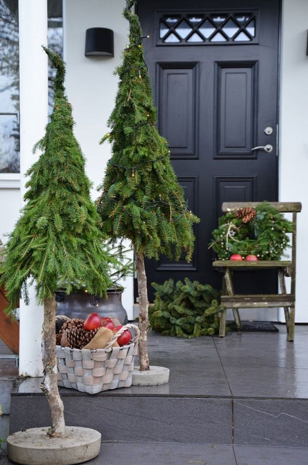 Gorgeous Winter Front Porch Design Ideas 17