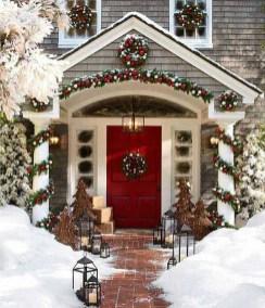 Gorgeous Winter Front Porch Design Ideas 21