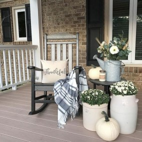Gorgeous Winter Front Porch Design Ideas 22