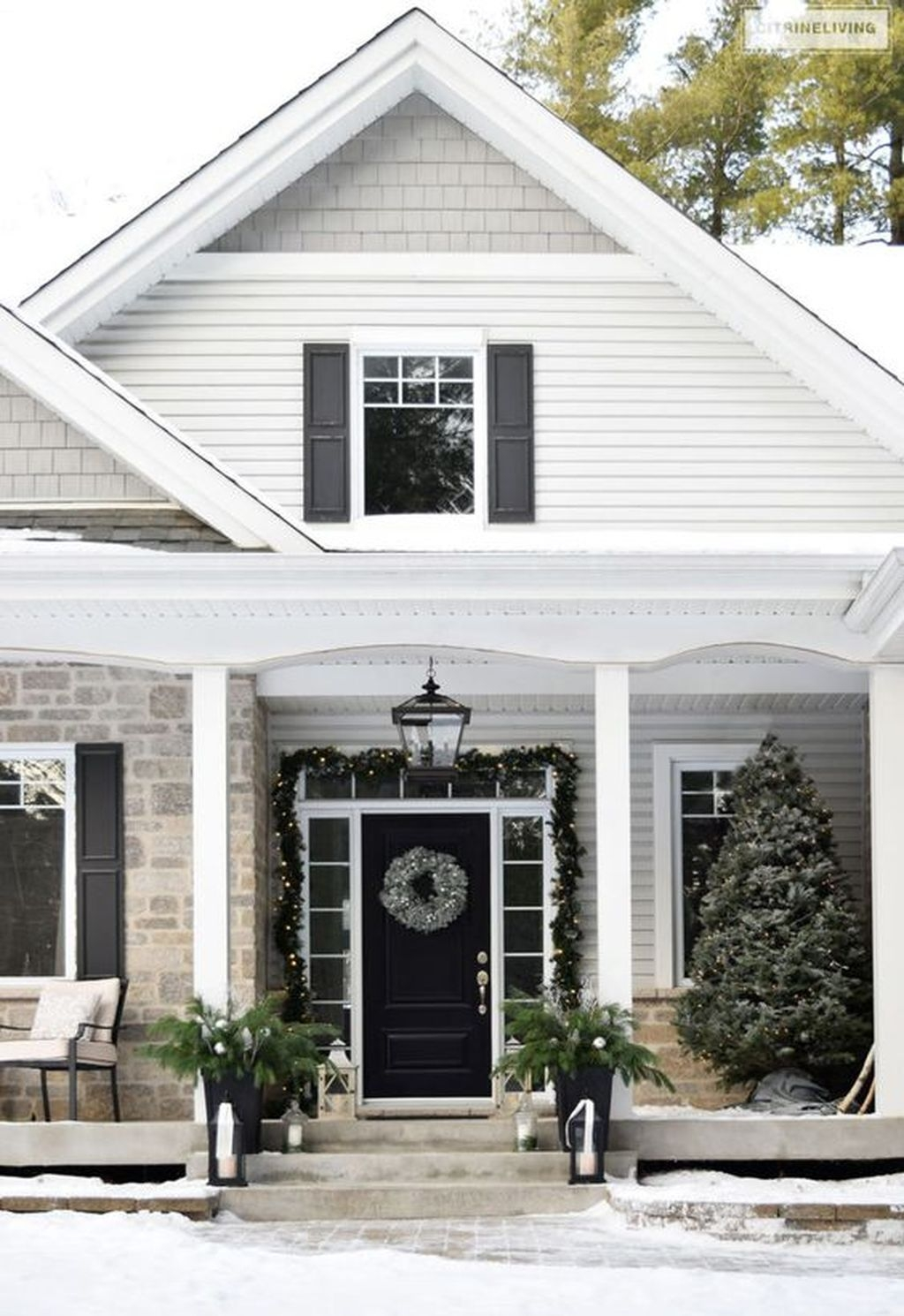 Gorgeous Winter Front Porch Design Ideas 37