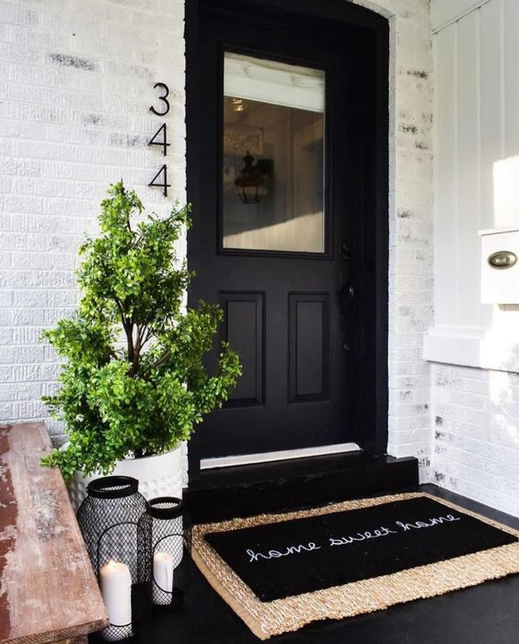 Gorgeous Winter Front Porch Design Ideas 38