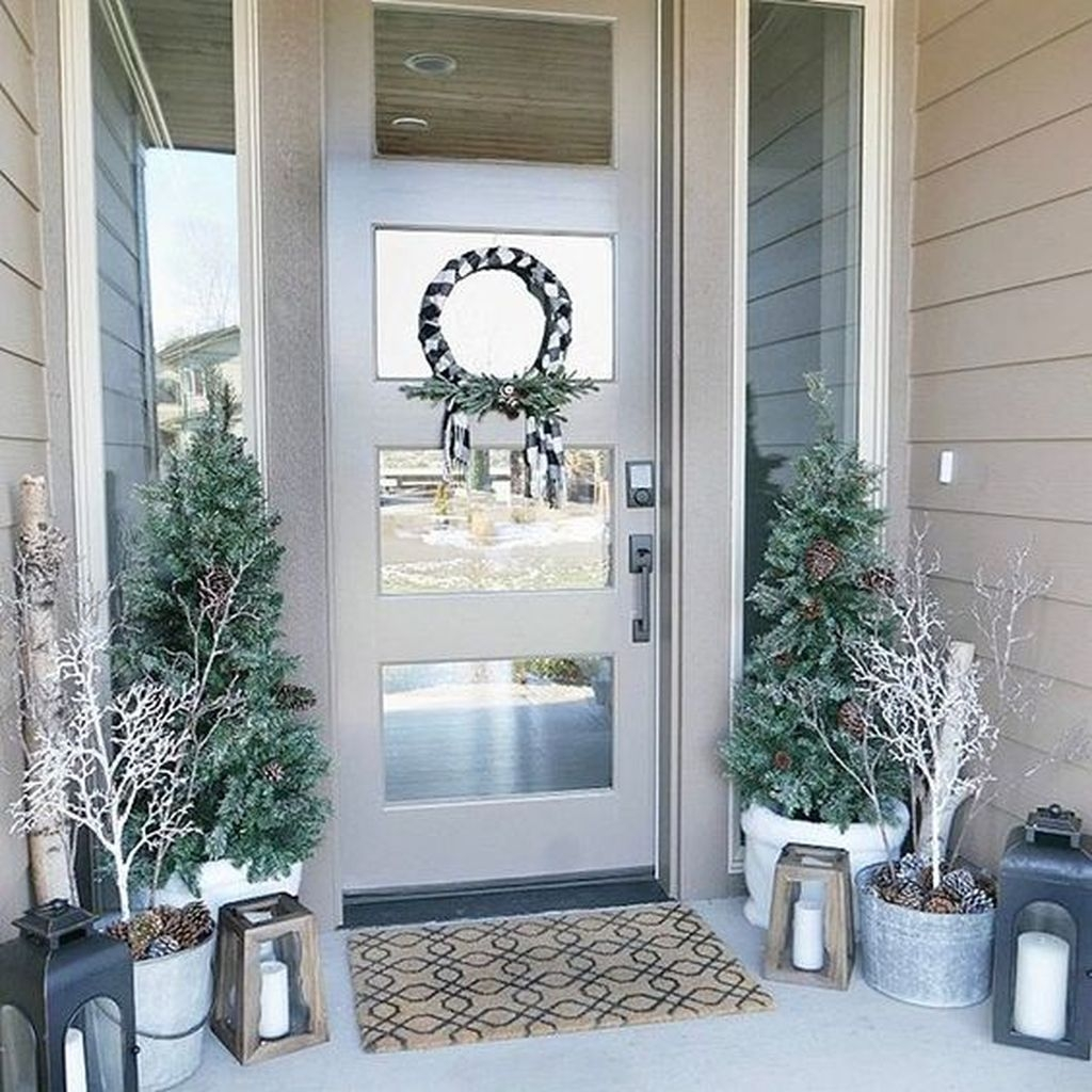 Gorgeous Winter Front Porch Design Ideas 45