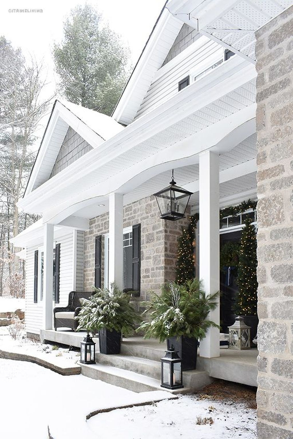 Gorgeous Winter Front Porch Design Ideas 50