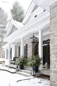 Gorgeous Winter Front Porch Design Ideas 50