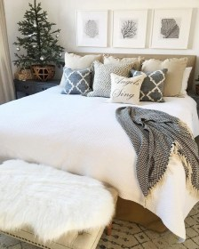 Lovely Winter Master Bedroom Decorations Ideas Best For You 26