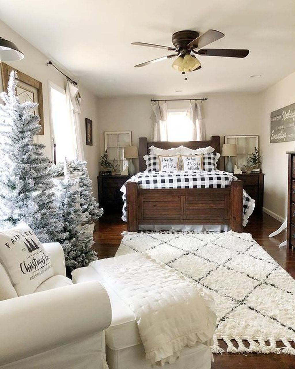 Lovely Winter Master Bedroom Decorations Ideas Best For You 44
