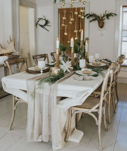 Popular Winter Dining Room Decorations On Your Table 23