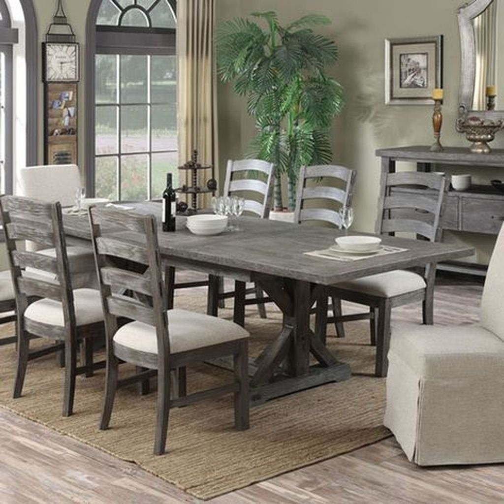 Popular Winter Dining Room Decorations On Your Table 29