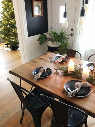 Popular Winter Dining Room Decorations On Your Table 32