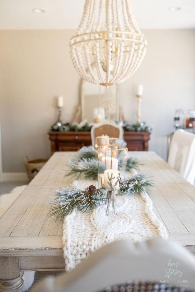 Popular Winter Dining Room Decorations On Your Table 40