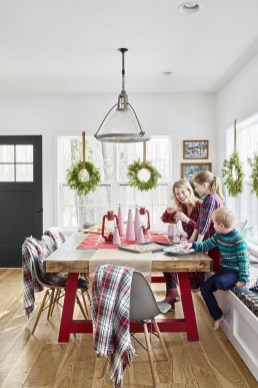 Popular Winter Dining Room Decorations On Your Table 44