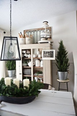 Popular Winter Dining Room Decorations On Your Table 48