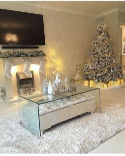 Stunning Winter Living Room Decor Ideas You Should Try 19