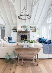 Stunning Winter Living Room Decor Ideas You Should Try 46
