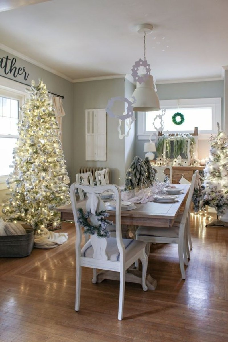 The Best Winter Dining Room Decorations 38
