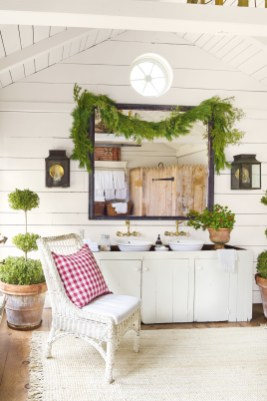 Awesome Winter Bathroom Decor You Need To Have 06