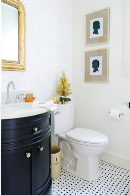 Awesome Winter Bathroom Decor You Need To Have 09