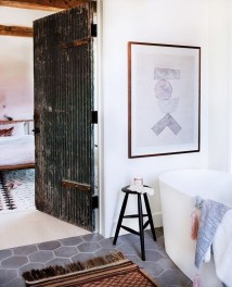 Awesome Winter Bathroom Decor You Need To Have 39