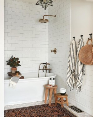Awesome Winter Bathroom Decor You Need To Have 43
